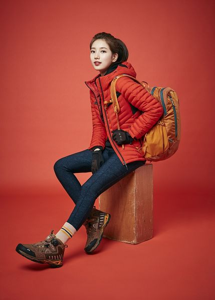 Tags: K-Pop, Bae Suzy, Ponytail, Brown Footwear, Jeans, Coat, Serious, Gloves, Backpack, Bag, Red Background, Socks