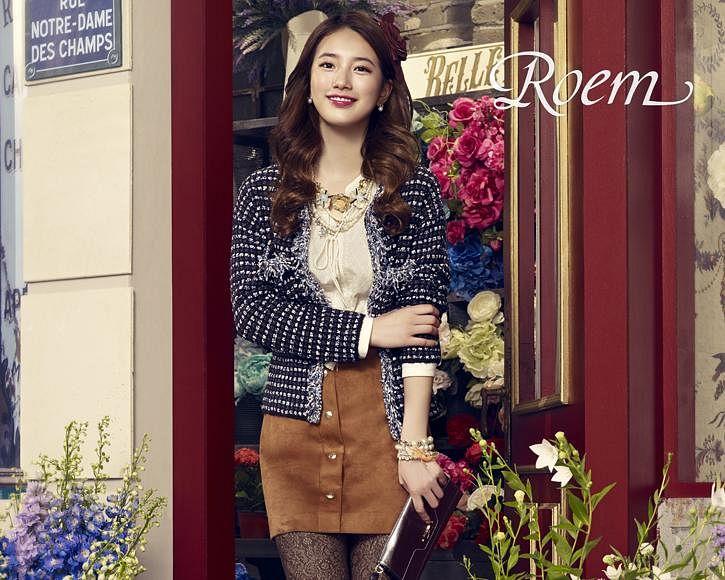 Tags: K-Pop, Bae Suzy, Hair Ornament, Bracelet, Blue Jacket, Brown Skirt, Skirt, Bag, Grin, Flower, Pantyhose, Blue Flower
