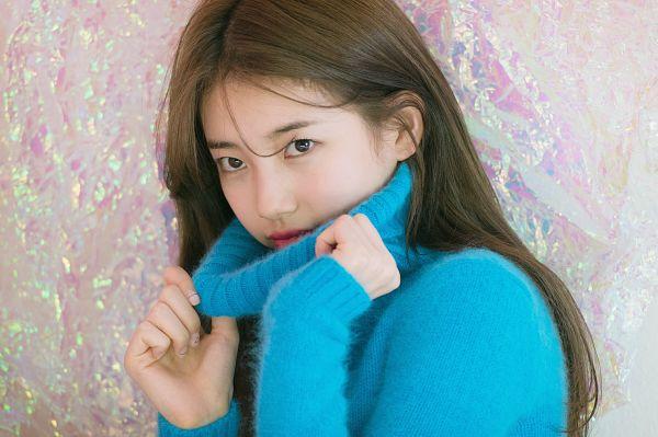 Tags: K-Pop, Bae Suzy, Turtleneck, Blue Shirt, Serious, Wavy Hair, Collar (Clothes), Suzy 2018 Season's Greetings, Scan