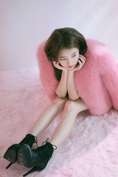 Tags: K-Pop, Bae Suzy, Coat, Sitting On Ground, Fur, High Heels, Serious, Black Eyes, Fur Trim, Arm Support, Looking Down, Fur Coat