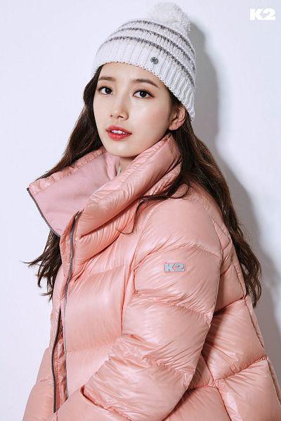 Tags: K-Pop, Bae Suzy, Hat, Pink Outerwear, White Headwear, Light Background, Red Lips, White Background, Coat, Black Eyes, K2