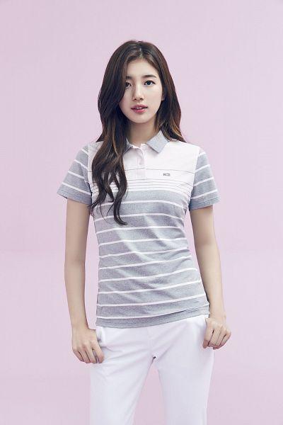 Tags: K-Pop, Bae Suzy, Gray Shirt, Striped Shirt, White Pants, Wavy Hair, Serious, Striped, Black Eyes, Pink Background, K2