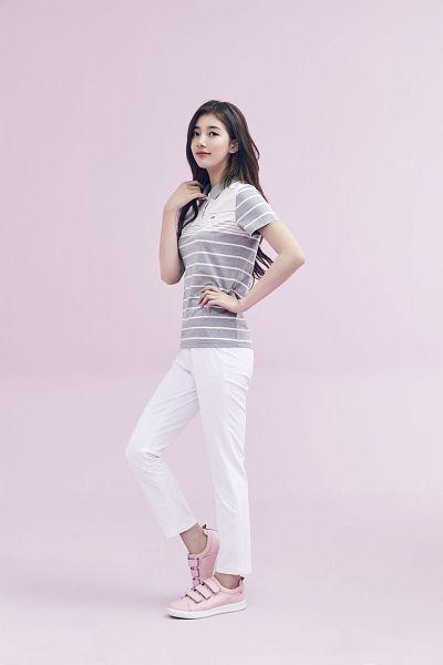 Tags: K-Pop, Bae Suzy, White Pants, Wavy Hair, Pink Footwear, Striped, Black Eyes, Pink Background, Gray Shirt, Striped Shirt, K2