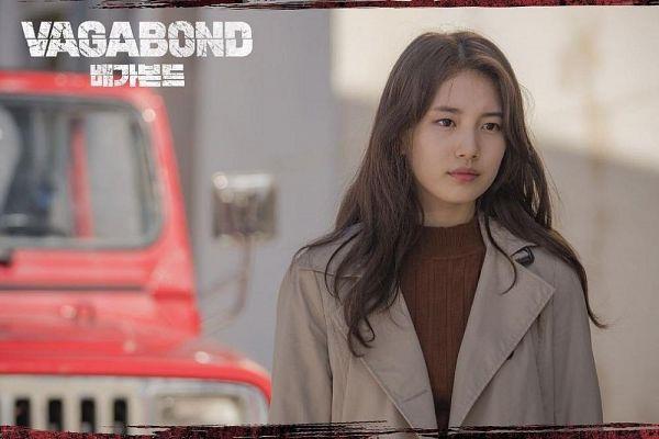 Tags: K-Pop, K-Drama, Bae Suzy, Text: Series Name, Serious, Brown Outerwear, Korean Text, Dirt, Car, English Text, Vagabond