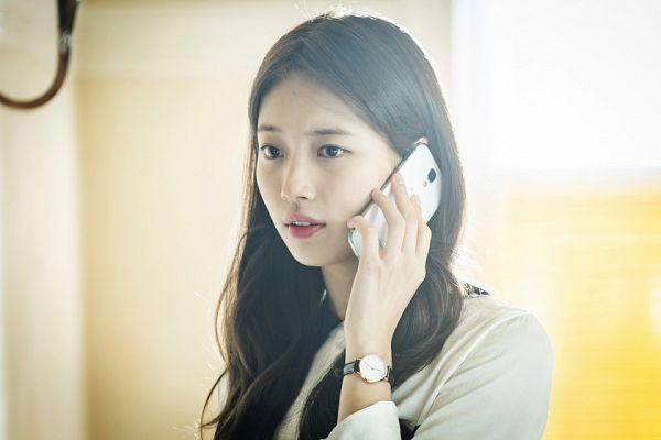 Tags: K-Pop, K-Drama, Bae Suzy, Watch, Smartphone, Wristwatch, Black Eyes, Phone, Vagabond