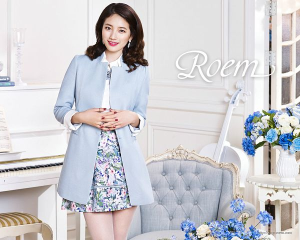 Tags: K-Pop, Miss A, Bae Suzy, Armchair, Chair, Text: Brand Name, Blue Outerwear, Musical Instrument, Floral Print, Blue Jacket, Grin, Piano