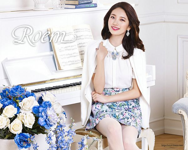 Tags: K-Pop, Miss A, Bae Suzy, Flower, White Jacket, Piano, White Outfit, Floral Skirt, Pantyhose, Blue Flower, Grin, Text: Brand Name