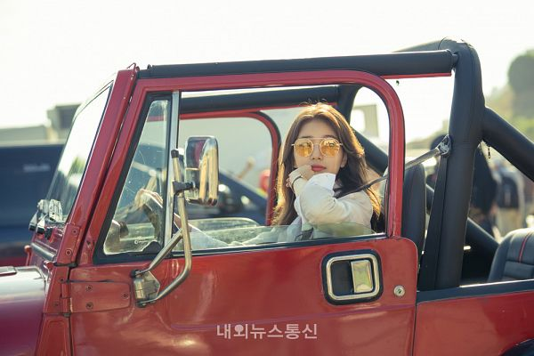 Tags: K-Drama, K-Pop, Bae Suzy, Sunglasses, Watch, Wavy Hair, In Car, Looking Back, Wristwatch, Glasses, Vagabond