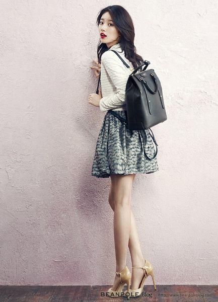 Tags: K-Pop, Miss A, Bae Suzy, White Background, Bag, High Heels, White Skirt, Looking Back, Skirt, Red Lips, Black Skirt, Bare Legs