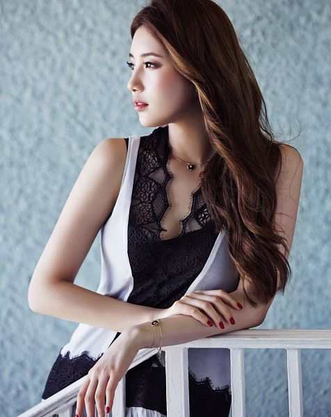 Tags: K-Pop, Miss A, Bae Suzy, Necklace, Nail Polish, Blush (Make Up), Bracelet, Gray Background, Looking Away, Wavy Hair, Hand On Arm, Make Up
