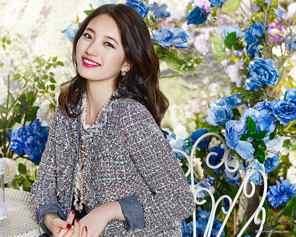 Tags: K-Pop, Miss A, Bae Suzy, Flower, Nail Polish, Blue Flower, Red Lips, Grin, Gray Outerwear, Sitting On Chair, Chair, Gray Jacket