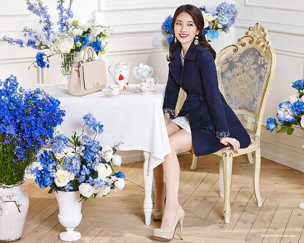 Tags: K-Pop, Miss A, Bae Suzy, Sitting On Chair, Bag, Flower, Blue Flower, Looking Away, Blue Outfit, Table, White Outfit, Blue Outerwear