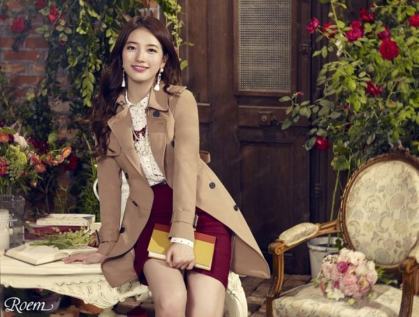 Tags: K-Pop, Miss A, Bae Suzy, Open Book, Wavy Hair, Spotted Shirt, Make Up, Spotted, Skirt, Red Flower, Sitting On Table, Flower