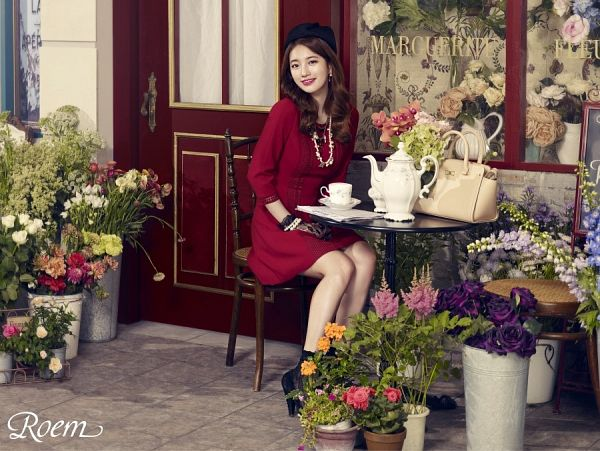 Tags: K-Pop, Miss A, Bae Suzy, Table, Gloves, Cup, Vase, Hat, Door, Make Up, Teapot, Lace