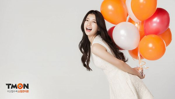 Tags: K-Pop, Miss A, Bae Suzy, Balloons, Sleeveless, Happy, Bend Over, Bare Shoulders, White Outfit, Sleeveless Dress, Gray Background, White Dress