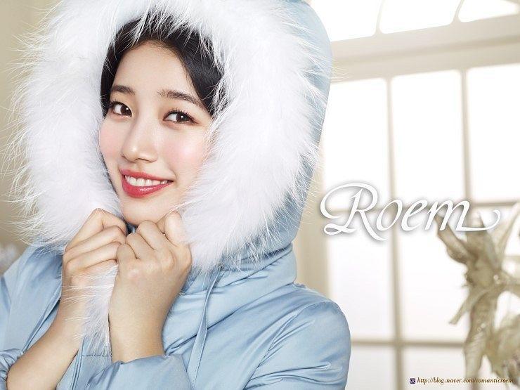 Tags: K-Pop, Miss A, Bae Suzy, Grin, Blue Outerwear, Coat, Hood, Red Lips, Hood Up, Fur, Close Up, Fur Trim