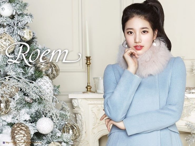 Tags: K-Pop, Miss A, Bae Suzy, Tree, Fur, Christmas, Fur Trim, Candle, Hair Up, Blue Outerwear, Chandelier, Ponytail