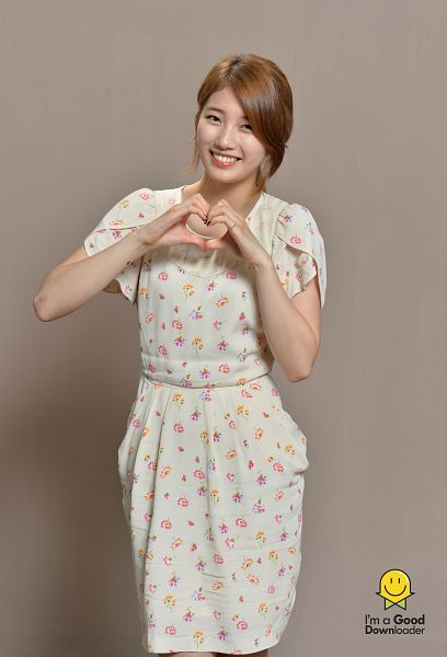 Tags: K-Pop, Miss A, Bae Suzy, Heart Gesture, Heart, Android/iPhone Wallpaper