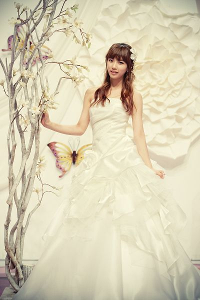Tags: K-Pop, Miss A, Bae Suzy, Wedding Dress, White Outfit, Full Body, White Dress, Android/iPhone Wallpaper
