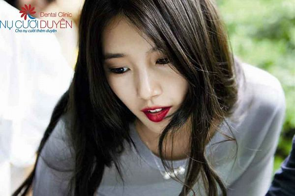 Tags: K-Pop, Miss A, Bae Suzy, Gray Shirt, Necklace, Red Lips, Grazia Korea, Magazine Scan