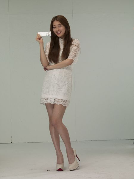 Tags: K-Pop, Miss A, Bae Suzy, High Heels, Bare Legs, Gray Background, White Outfit, Crossed Arms, White Dress, White Footwear, Make Up, Android/iPhone Wallpaper