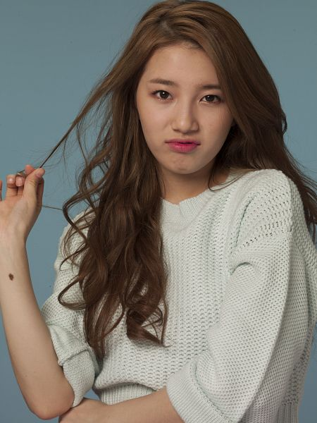 Tags: K-Pop, Miss A, Bae Suzy, Hand In Hair, Make Up, Blue Background, Sweater, Crossed Arms, Android/iPhone Wallpaper, Clalen