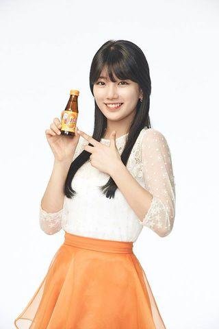 Tags: K-Pop, Miss A, Bae Suzy, White Background, Black Eyes, Grin, Skirt, Bottle, Orange Skirt, Light Background, Vita 500