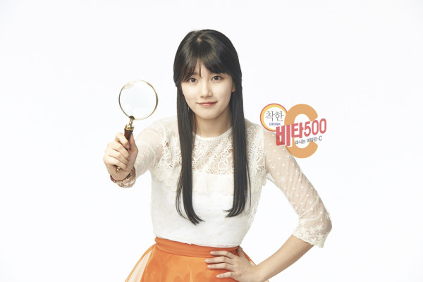 Tags: K-Pop, Miss A, Bae Suzy, Light Background, White Background, Black Eyes, Hand On Hip, Magnifying Glass, Skirt, Orange Skirt, Vita 500