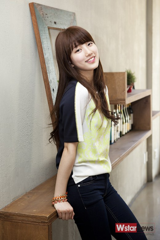 Tags: K-Pop, Miss A, Bae Suzy, Short Sleeves, Pants, Black Eyes, Grin, Standing, Teeth, Jewelry, Black Pants, Bracelet