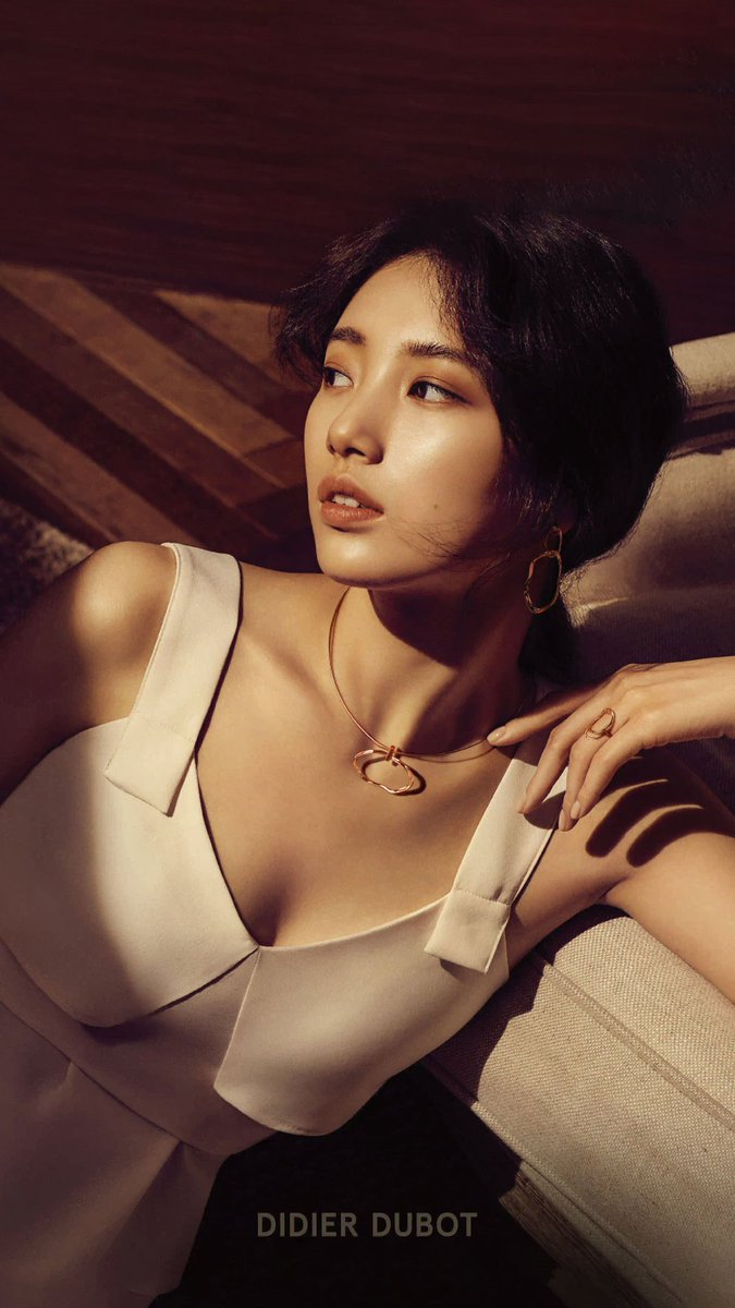 Tags: K-Pop, Miss A, Bae Suzy, White Dress, Facial Mark, Sleeveless, Bare Shoulders, Wavy Hair, Sleeveless Dress, White Outfit, Necklace, Mole