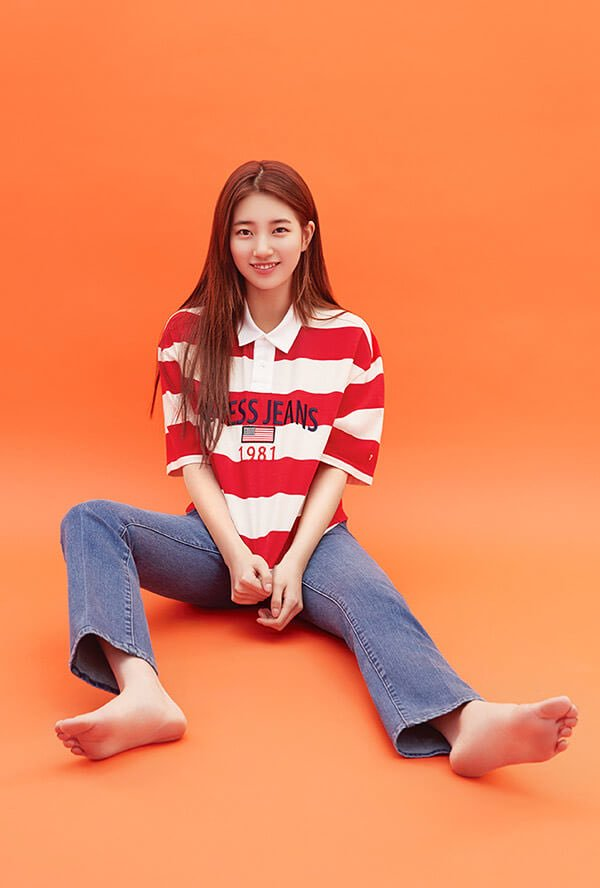 Tags: JYP Entertainment, K-Pop, Bae Suzy, Orange Background, Striped, Striped Shirt, Blue Pants, Barefoot, Jeans, Short Sleeves, Guess