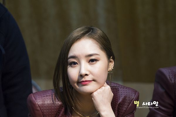 Tags: K-Pop, Dal Shabet, Bae Woo-hee, Medium Hair, Chin In Hand, Wallpaper