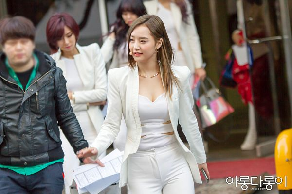 Tags: K-Pop, Dal Shabet, Bae Woo-hee, Necklace, Suggestive, White Outfit, White Jacket, Cleavage, White Pants, Looking Away, Wallpaper