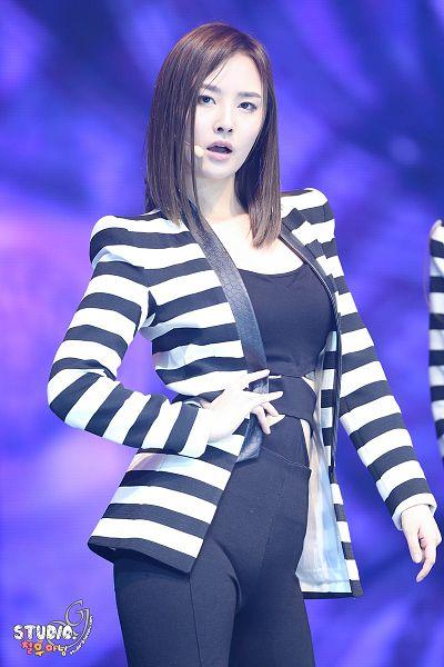 Tags: Happyface Entertainment, K-Pop, Dal Shabet, Bae Woo-hee, Medium Hair, Striped, Black Pants, Striped Jacket, Live Performance