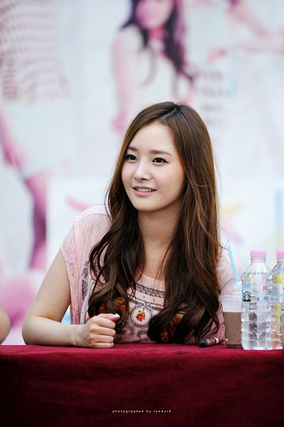Tags: Happyface Entertainment, K-Pop, Dal Shabet, Bae Woo-hee, Looking Away, Pink Shirt, Fansigning Event, Android/iPhone Wallpaper