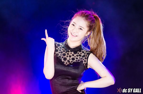 Tags: Happyface Entertainment, K-Pop, Dal Shabet, Bae Woo-hee, Hand On Hip, Blue Background, Ponytail, Pointing, Wallpaper, Live Performance