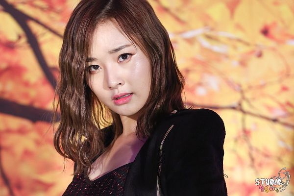 Tags: Happyface Entertainment, K-Pop, Dal Shabet, Bae Woo-hee, Black Jacket, Black Outerwear, Orange Background, Live Performance