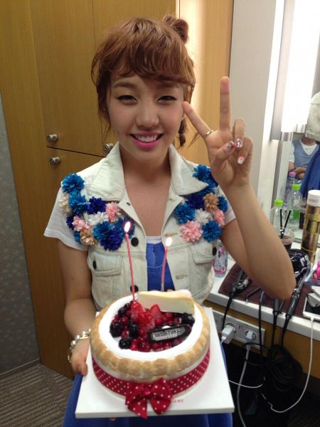 Tags: K-Pop, Baek A-yeon, V Gesture, Fruits, White Jacket, Denim Dress, White Outfit, Strawberry, Hair Up, Sweets, Cake