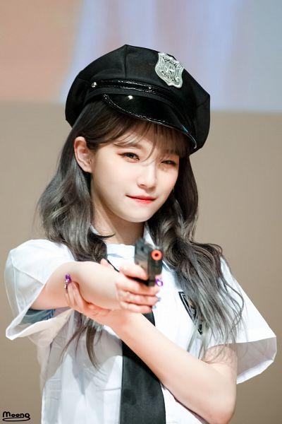 Tags: K-Pop, fromis 9, Baek Jiheon, Wavy Hair, Nail Polish, Hat, Gun, Tie, Weapons, Make Up, Gray Hair, Fansigning Event