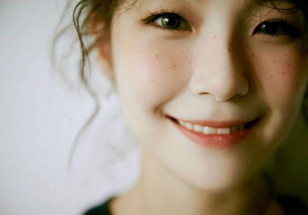 Tags: K-Pop, fromis 9, Baek Jiheon, Freckles, Facial Mark