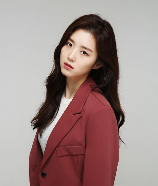 Tags: K-Drama, Baek Seo-e, Serious, Red Jacket, Gray Background, Red Outerwear