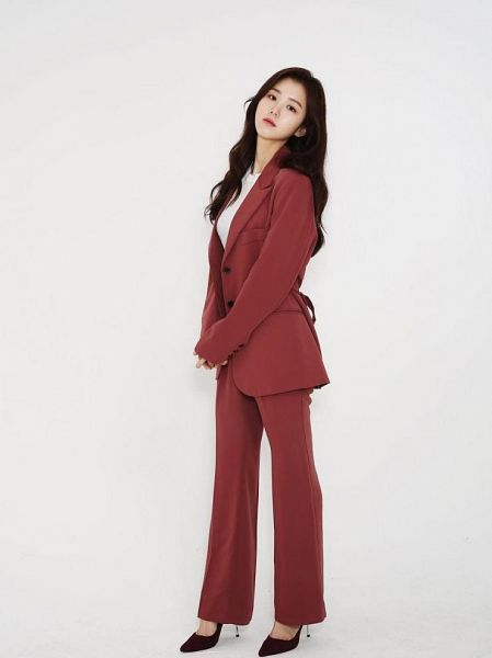 Tags: K-Drama, Baek Seo-e, Red Pants, Red Outerwear, Shoes, High Heels, Serious, Red Jacket