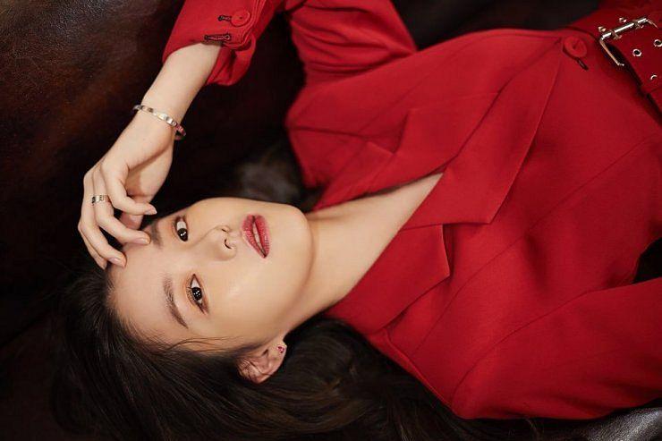 Tags: K-Drama, Baek Seo-e, Ring, Red Outerwear, Laying Down, Belt, Serious, Bracelet, Red Jacket