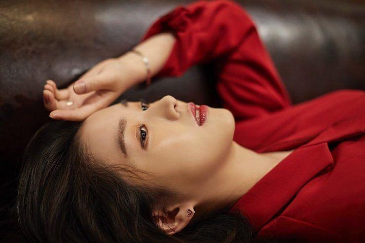Tags: K-Drama, Baek Seo-e, Serious, Red Jacket, Laying Down, Red Outerwear, Bracelet