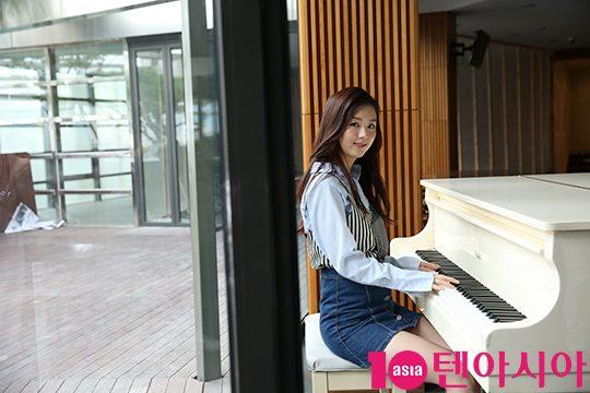 Tags: K-Drama, Baek Seo-e, Blue Shirt, Skirt, Musical Instrument, Blue Skirt, Playing Instrument, Piano, Magazine Scan, 10asia + Star