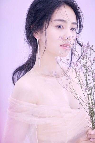 Tags: C-Drama, Bai Lu, Flower, Bare Shoulders, Black Eyes, Suggestive, Veil, White Outfit, Purple Flower, Pink Background, Cleavage, Looking Down