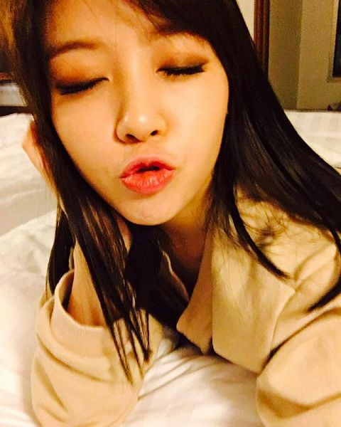 Tags: Girls' Day, Bang Minah, Eyes Closed, On Bed, Laying On Stomach, Hand In Hair, Laying Down