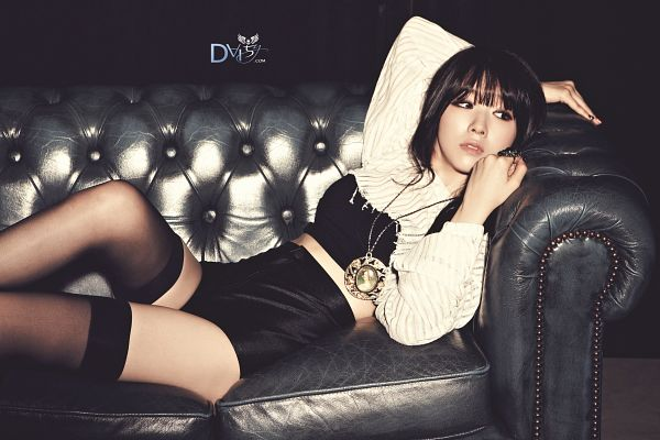 Tags: Girls' Day, Bang Minah, Black Shirt, Medium Hair, Midriff, Shorts, Black Shorts, Sitting On Couch, Necklace, Black Legwear, Laying Down, Couch