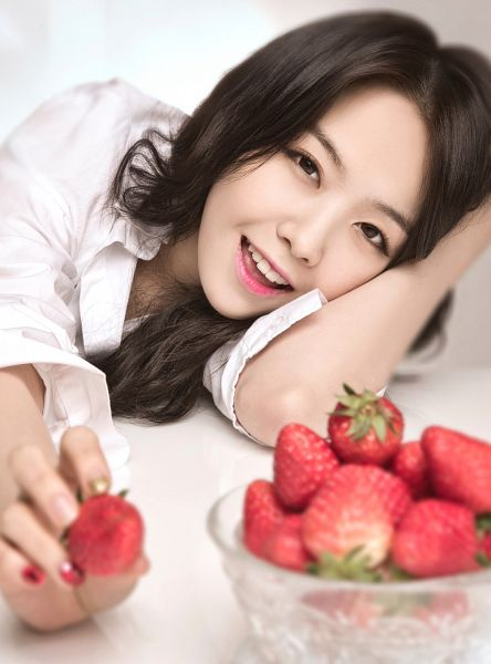 Tags: Girls' Day, Bang Minah, Strawberry, Fruits, Hand In Hair, Android/iPhone Wallpaper