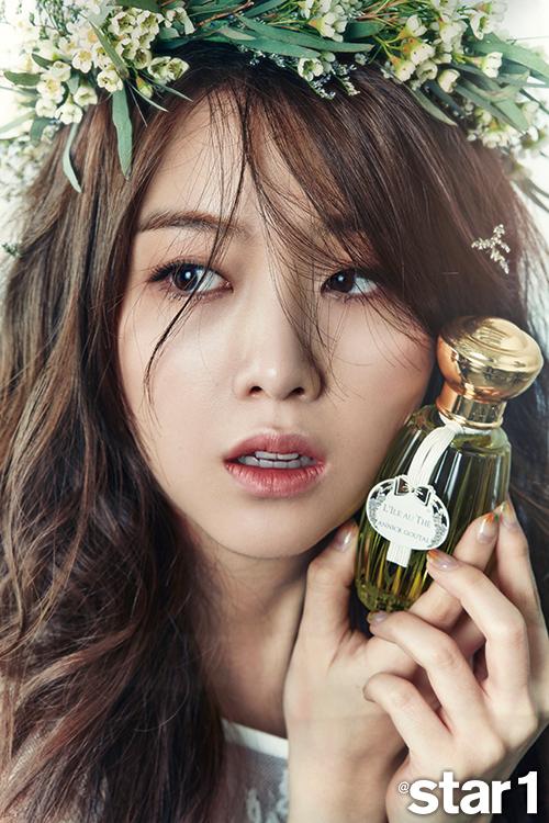 Tags: Girls' Day, Bang Minah, Text: Magazine Name, Perfume Bottle, Flower Crown, Looking Away, Flower, Star1